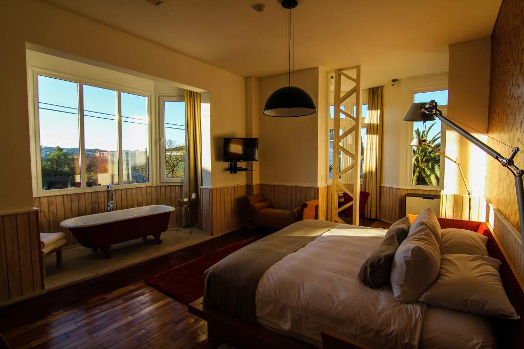 Palacio Astoreca,Valparaiso Chile. Junior Suite Room with Tub view