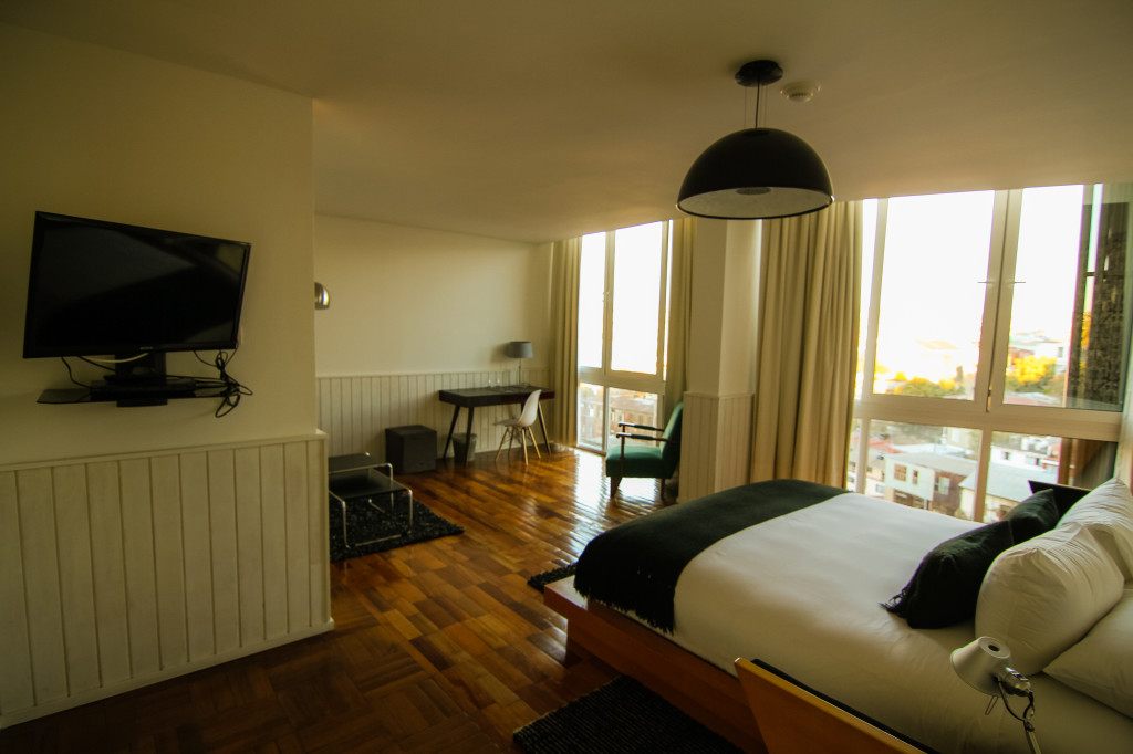 Palacio Astoreca,Valparaiso Chile. Premium Room with Wall to Floor Windows
