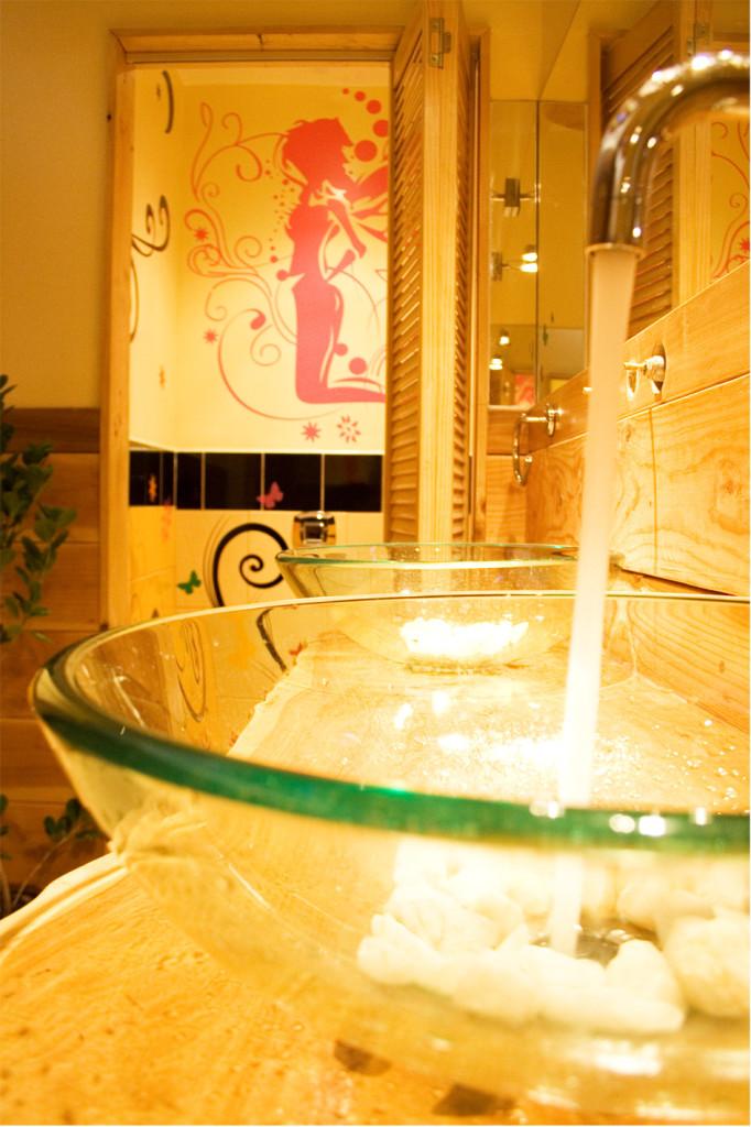 Princesa Insolente Hostel Women's Bathroom