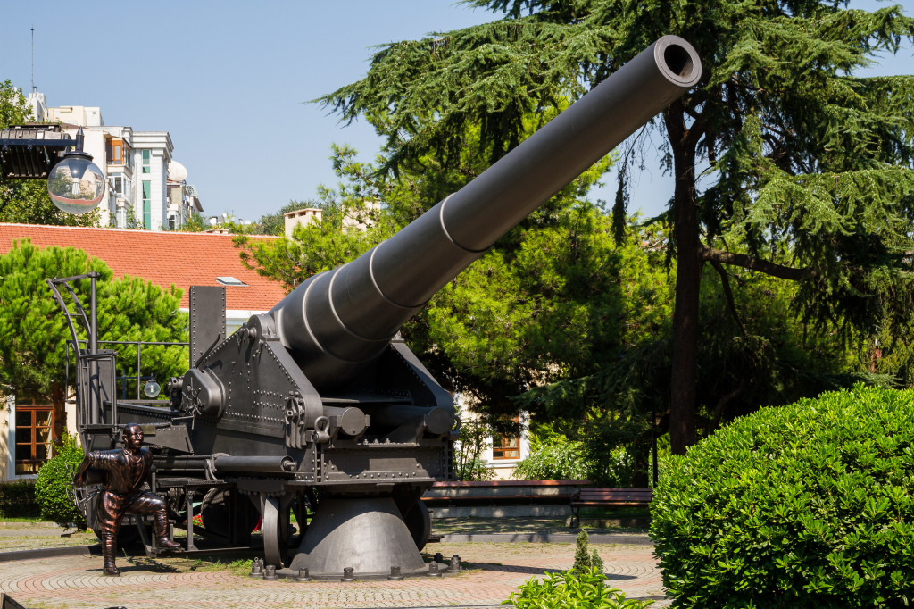 Cannon in front of Turkish Military Museum