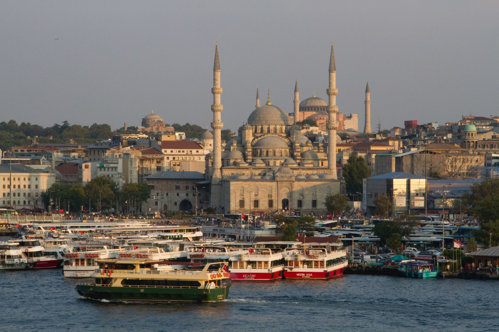 New Mosque,Hagia Sofia, and Bosphorus crusie boats