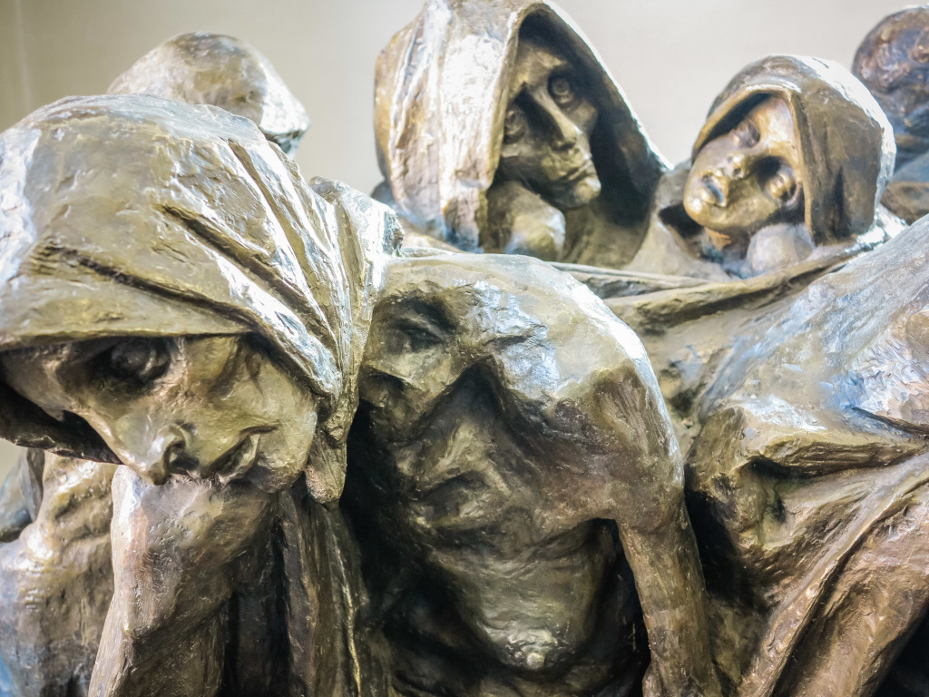 sculpture by Mieczyslaw Stobierski, at Auschwitz, is titled Starvation.