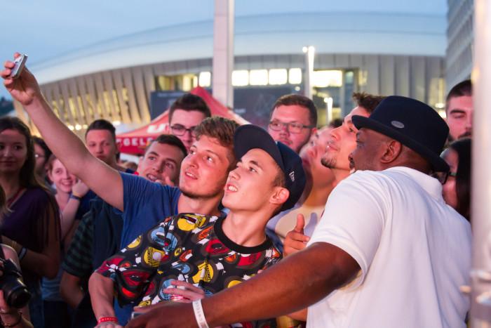 Jeru the Damaja at Untold Festival with fans