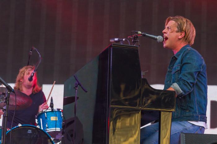 Tom Odell singing at Untold Festival