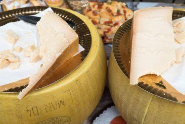 Parmigiano Reggiano Dop mezzano Young 15 month Italian Days